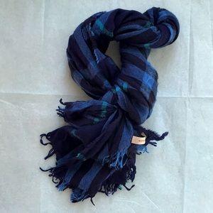 Burberry lightweight wool scarf (unisex)